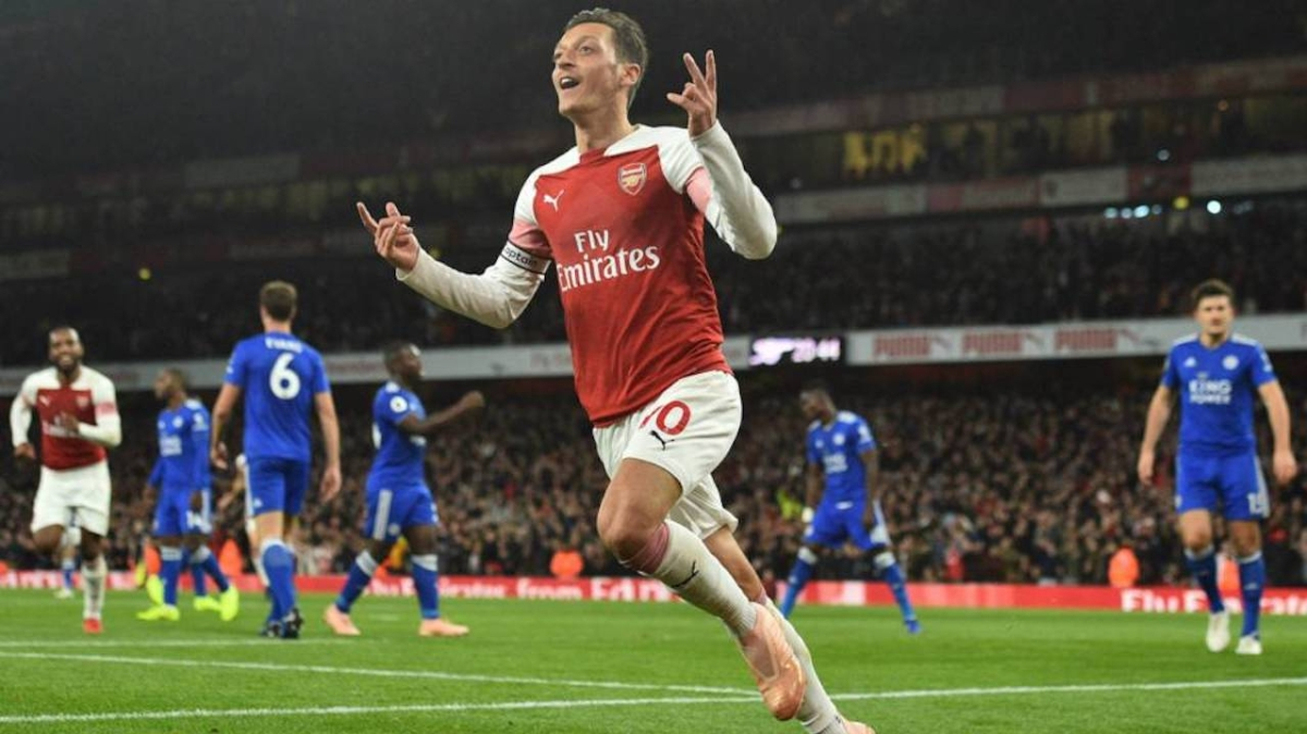 Captain Özil Shines As Arsenal Wins Tenth Game In A Row ...